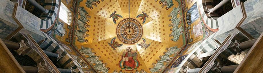 Blick in die Kuppel des Oktogons des Weltkulturerbes Aachener Dom